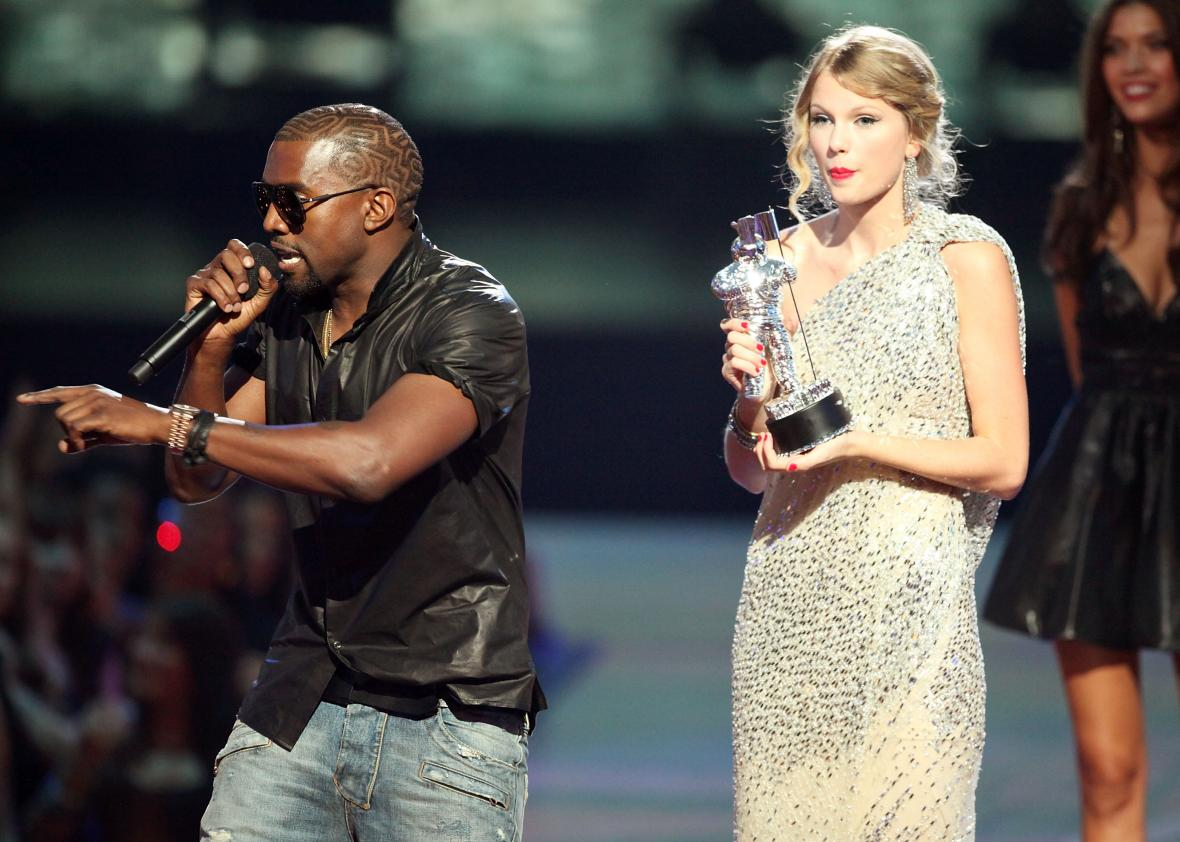 90713084-kanye-west-jumps-onstage-after-taylor-swift-won-the-best-jpg-crop-promo-xlarge2